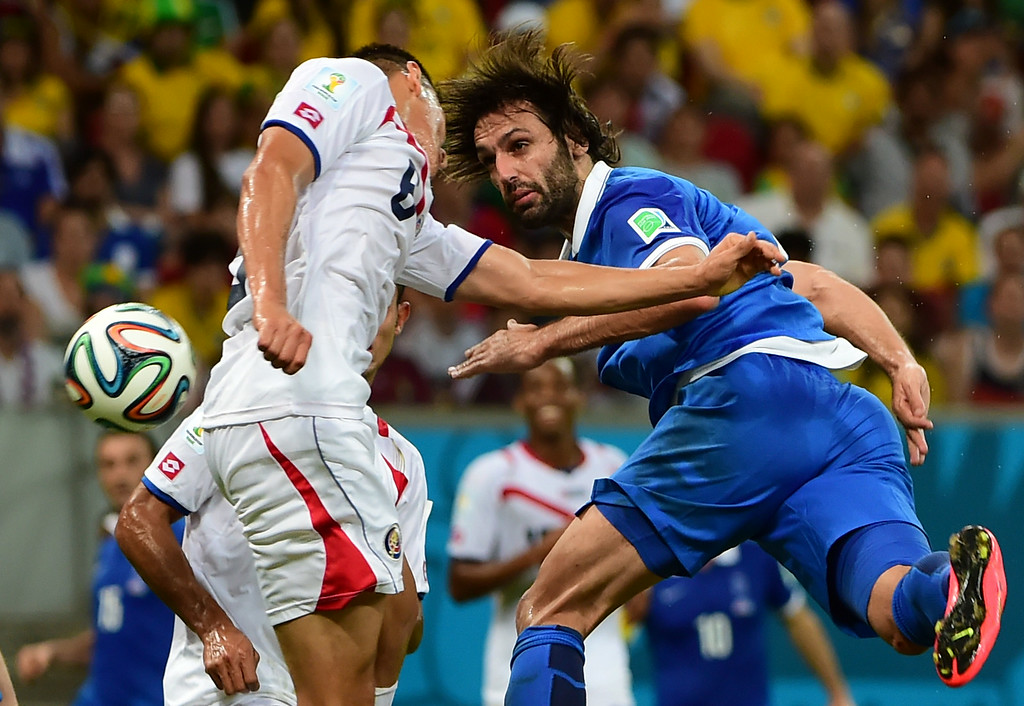 . Greece\'s forward Georgios Samaras (R) challenges Costa Rica\'s defender Oscar Duarte during the round of 16 football match between Costa Rica and Greece at Pernambuco Arena in Recife during the 2014 FIFA World Cup on June 29, 2014. AFP PHOTO / RONALDO SCHEMIDT