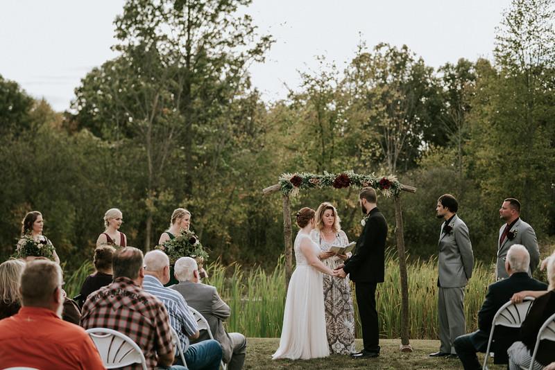 rustic_ohio__fall_barn_wedding-223.jpg