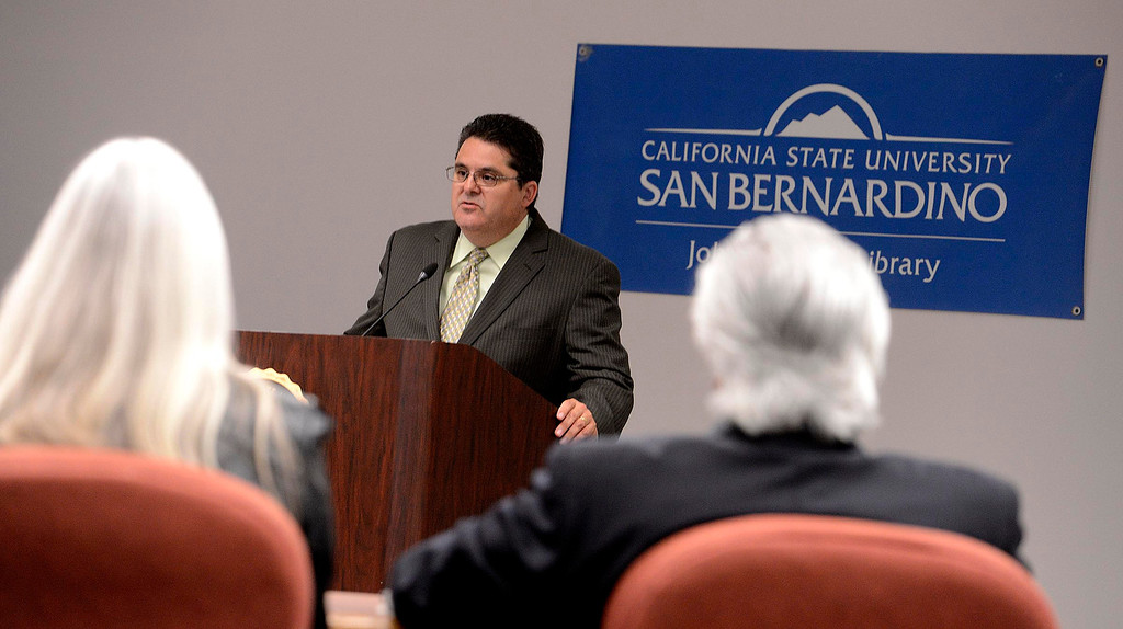 . Michael Anastasi, Vice President and Executive Editor of the Los Angeles Newspaper Group, speaks during an audience at California State University San Bernardino April 8, 2013.  GABRIEL LUIS ACOSTA/STAFF PHOTOGRAPHER.
