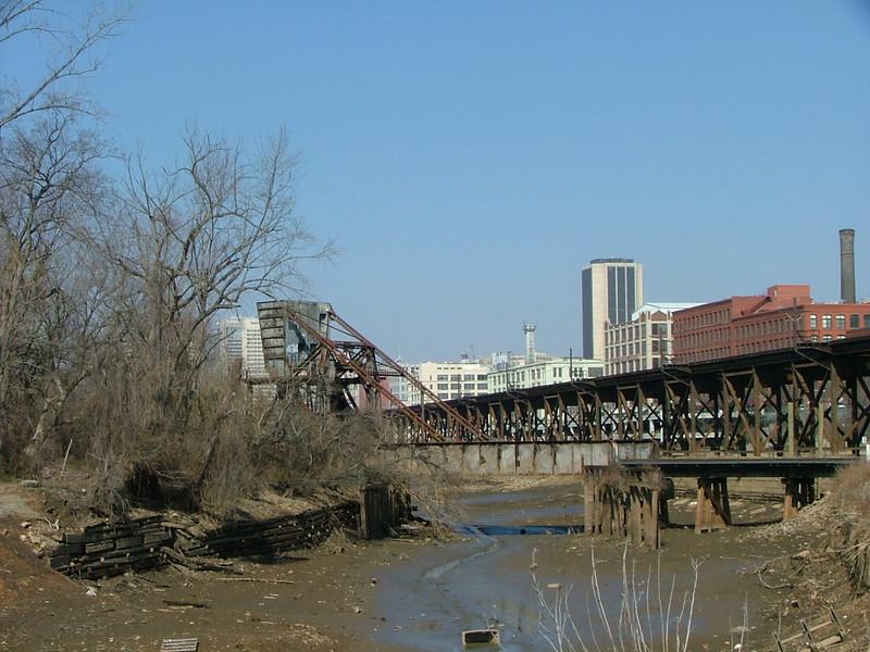 no-longer used RR bridge over no-longer used canal (damn highways! ;-)