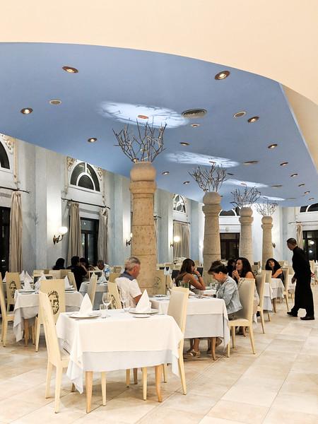 parque central mediterraneo dining room.jpg
