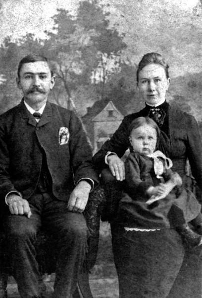 William Emerson Emily Amelia Yonaka and daughter Francis Bertha Kipp.jpg