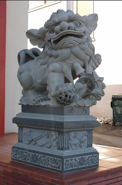 ChineseConsolidatedBenevolentAssoc002-EastSculpture-2006-9-18.jpg