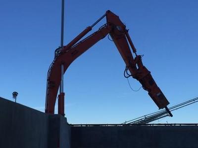 NPK B95000HD pedestal boom system with GH12 hydraulic hammer (7).jpg