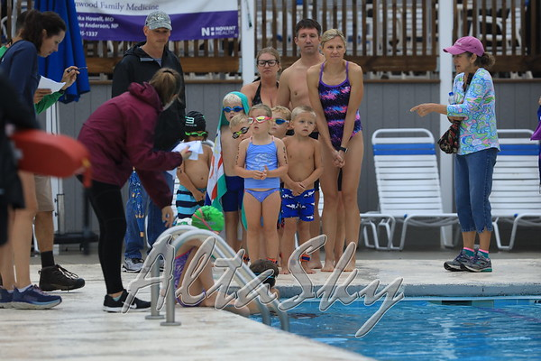 SWIMMING - YOUNGEST GROUP