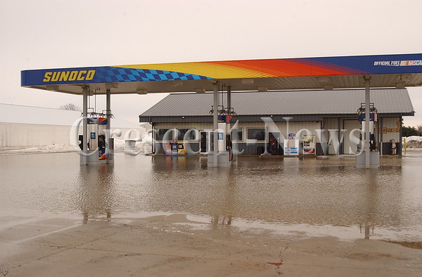 02-22-14 NEWS Flooded Gas Station