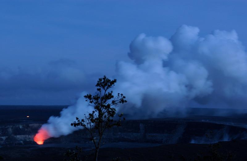 292- 20080412- Hawaii 15- Volcano Nat'l Park Plume Night shots DSC_3207.jpg