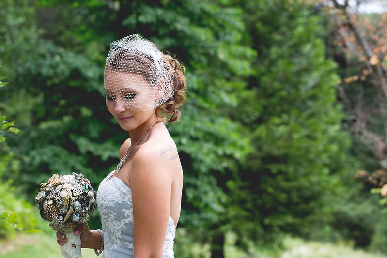 bride-veil-broach-bouquet-wedding-photography.jpg