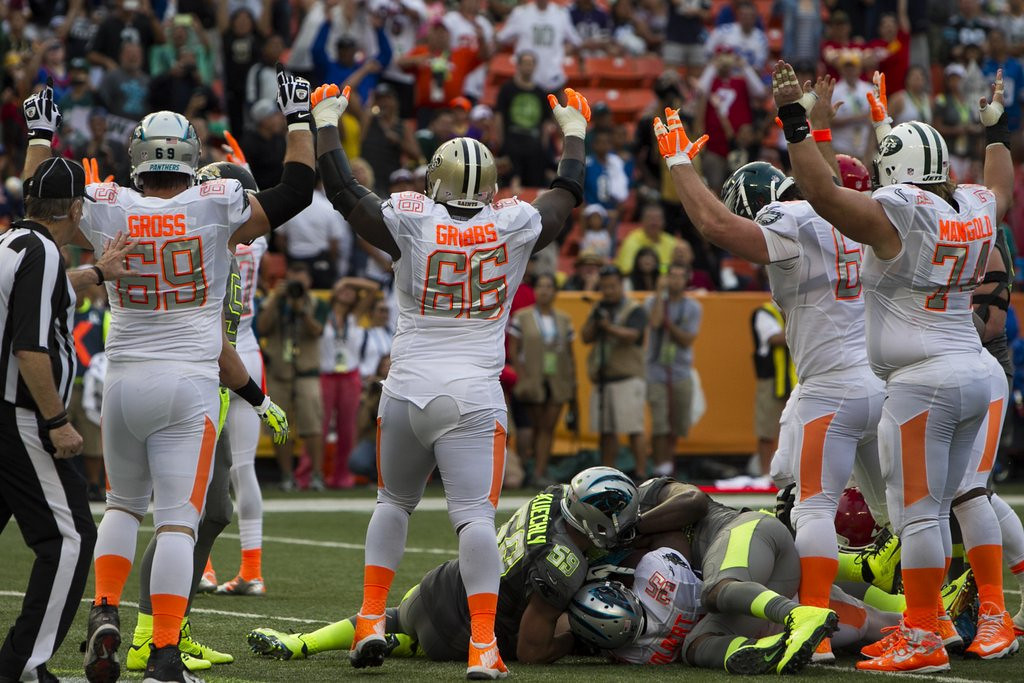 ". <p><b> Jerry Rice�s team beat Deion Sanders� squad in Sunday night�s Pro Bowl in Honolulu, but the big winners were � </b> <p> A. NBC officials, who were pleased with the game�s strong TV ratings <p> B. Hawaiian fans, who got a rare chance to see NFL stars up close <p> C. The folks who changed channels and watched Beyonce twerk through the Grammys opening  <p><b><a href=\'http://www.usatoday.com/story/sports/nfl/probowl/2014/01/26/pro-bowl-mike-tolbert-demarco-murray-jordan-cameron/4927043/\' target=""_blank\"">HUH?</a></b> <p>  (AP Photo/Marco Garcia)"