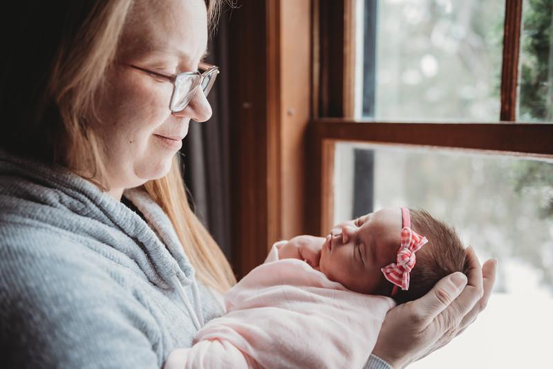 _DSC825828 2019_03_08 Hanna Rose newborn photos_.jpg
