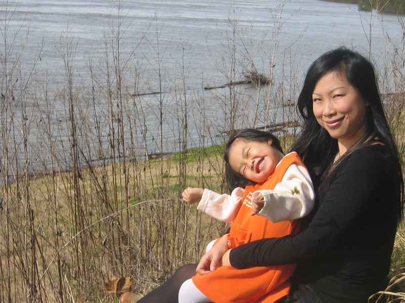 2004-12-Esther & Mom-smile.jpeg