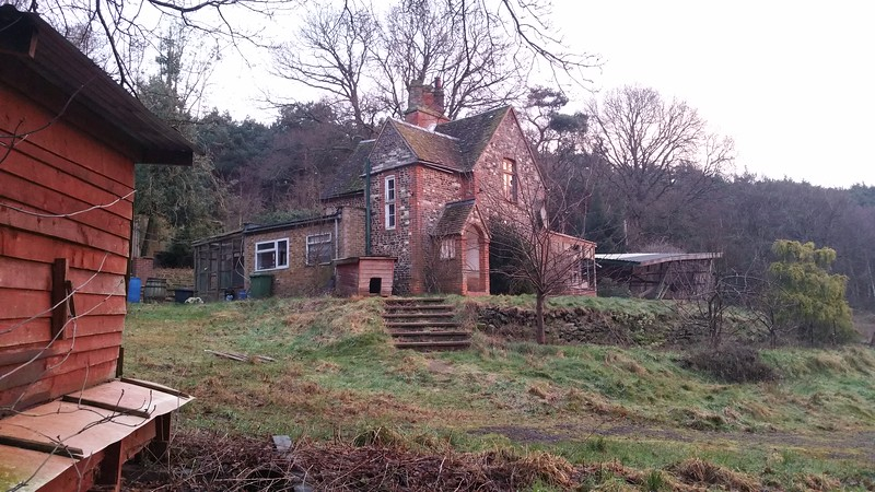 Although the cottage appears a reasonable size,believe me,it was not inside!