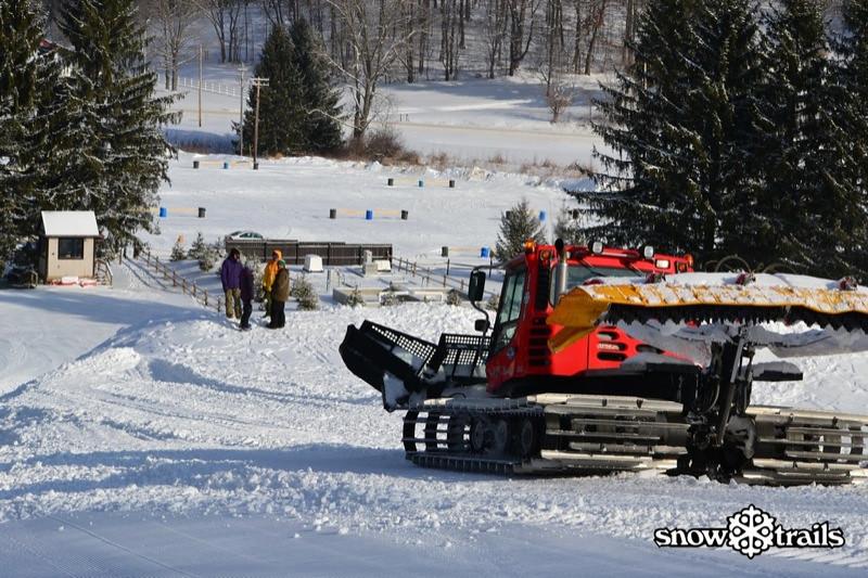SnowTrailsBigAirPrep1_21_11_Image021.jpg