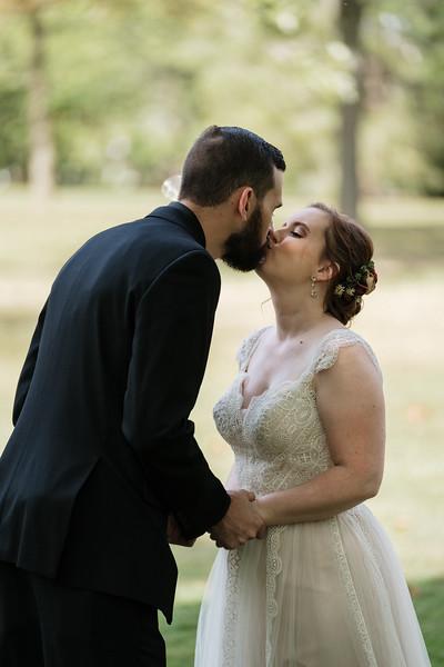 rustic_ohio__fall_barn_wedding-77.jpg