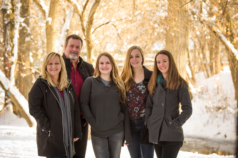 2016_DaBell Winter Family Portraits_0081.jpg
