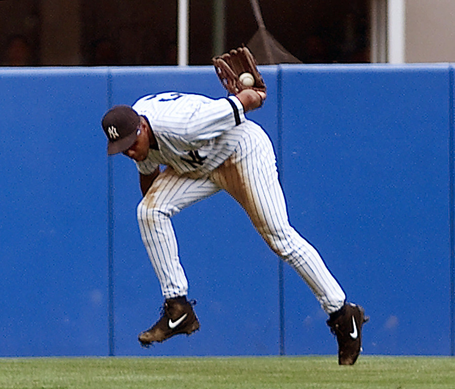 . BERNIE WILLIAMS -- New York Yankees Bernie Williams fields a hit from Tampa Bay Devil Rays Bubba Trammell  during the fifth inning at Yankee Stadium in New York on July 23, 2000. (AP Photo/Ed Betz)