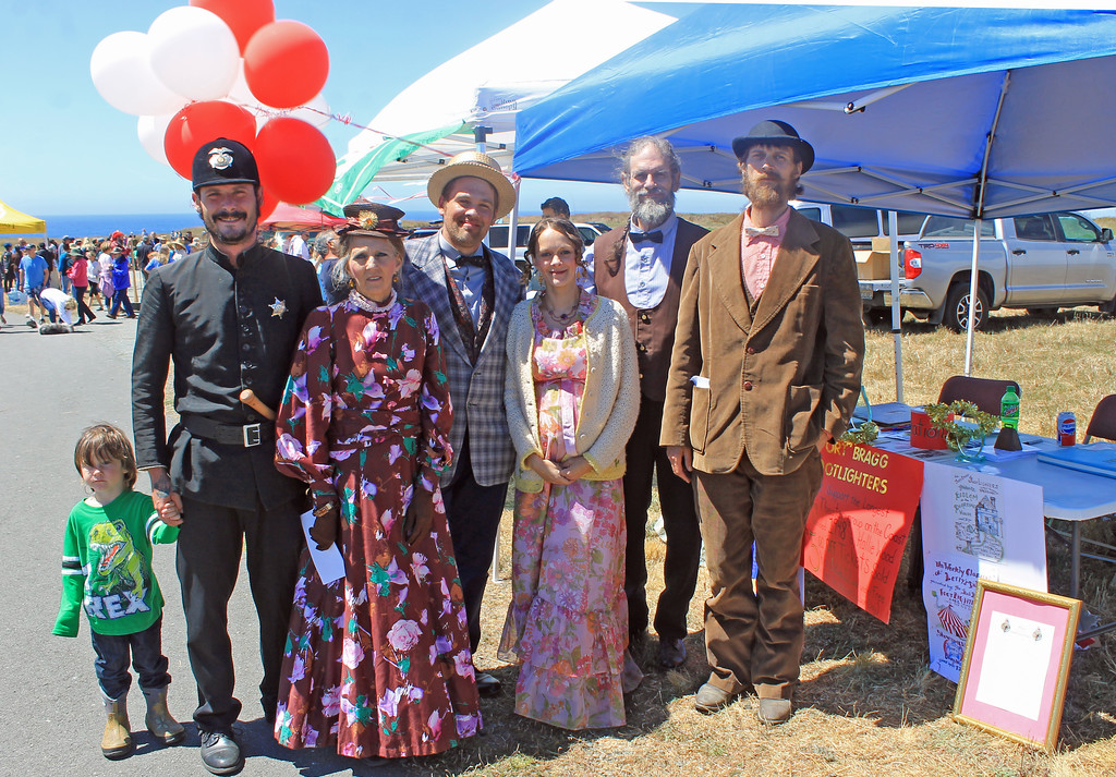. Footlighters Theater was there: Axton Strouth, Nathan Strouth, Donna Tilley, Ashley Talcott, Julie Smith, Earl Tilley and Steven Smith.