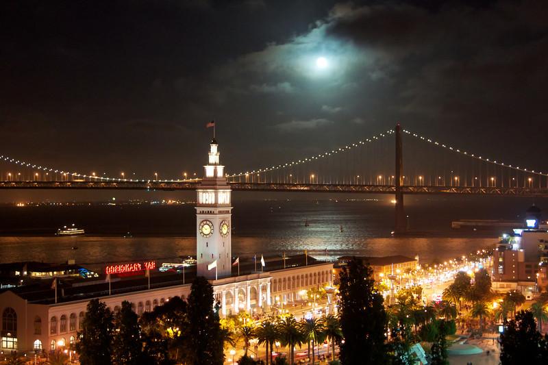 Enchanted evening by the bay. ref: 02b22e5f-f983-4b17-b3c4-9384b3734f23