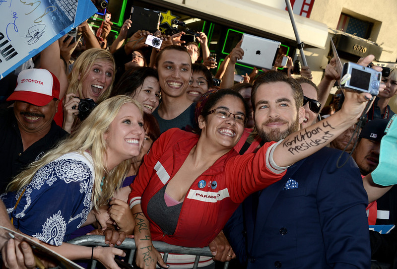 """. Actor Chris Pine poses with fans as he arrives at the Premiere of Paramount Pictures\' \""""Star Trek Into Darkness\"""" at Dolby Theatre on May 14, 2013 in Hollywood, California.  (Photo by Kevin Winter/Getty Images for Paramount Pictures)"""