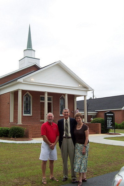 2008 06-29 Warwick, GA - Millard and Linda Fuller standing with Fuller Center Covenant Partner organizer Frank Lott in front of Warwick United Methodist Church. jw