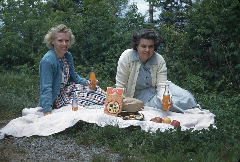 1948 Naomi and Winnie Picnic in Smokies