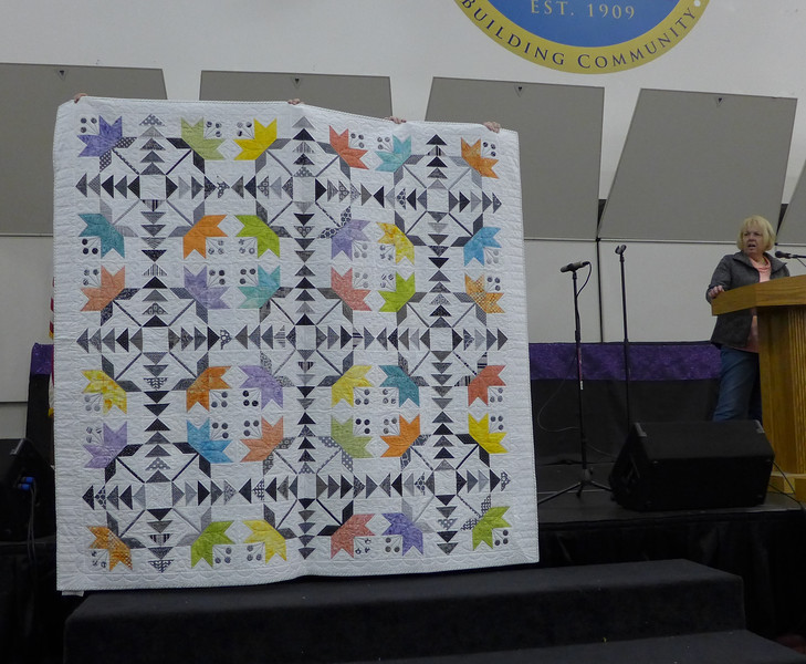 Vernita Dailey's quilt received an award for best piecing.  Pattern is Coastal Lily.  Hand appliqué.  Quilted by John Putnam