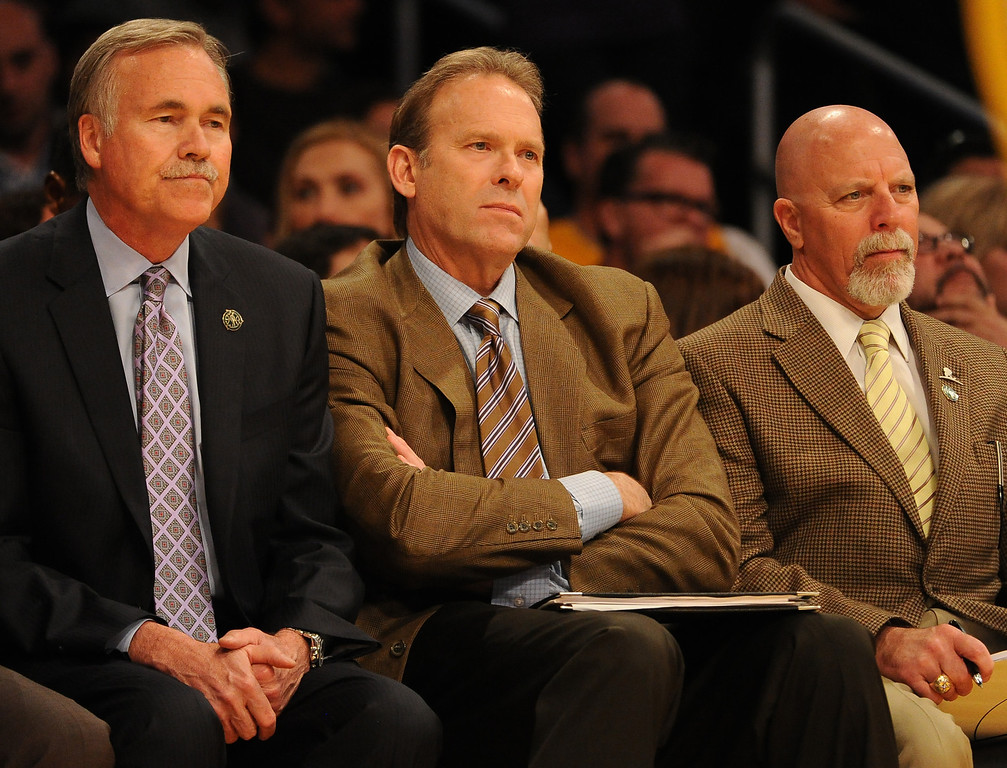 . Los Angeles Lakers head coach Mike D\'Antoni, left, with coach Kurt Rambis, center, and trainer Gary Vitti in the second half during an NBA basketball game against the Dallas Mavericks in Los Angeles, Calif., on Friday, April 4, 2014. Dallas Mavericks won 107-95.  (Keith Birmingham Pasadena Star-News)