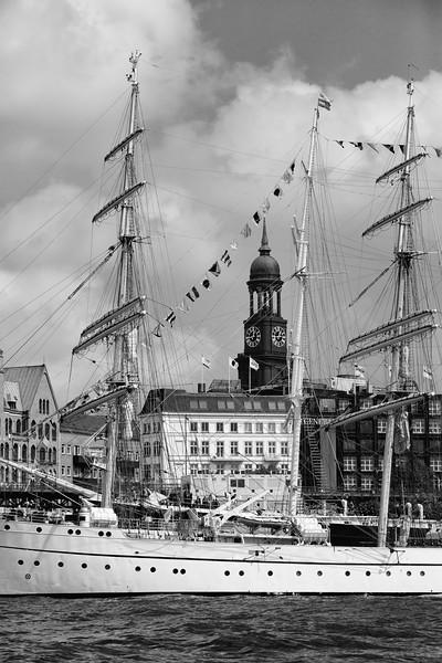 Segelschulschiff Gorch Fock vor dem Michael schwarz-weiß