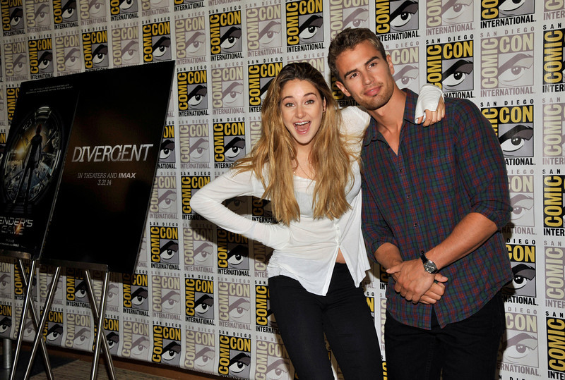". Shailene Woodley, left, and Theo James  attend the ""Divergent\"" press line on Day 2 of Comic-Con International on Thursday, July 18, 2013 in San Diego, Calif. (Photo by Chris Pizzello/Invision/AP)"