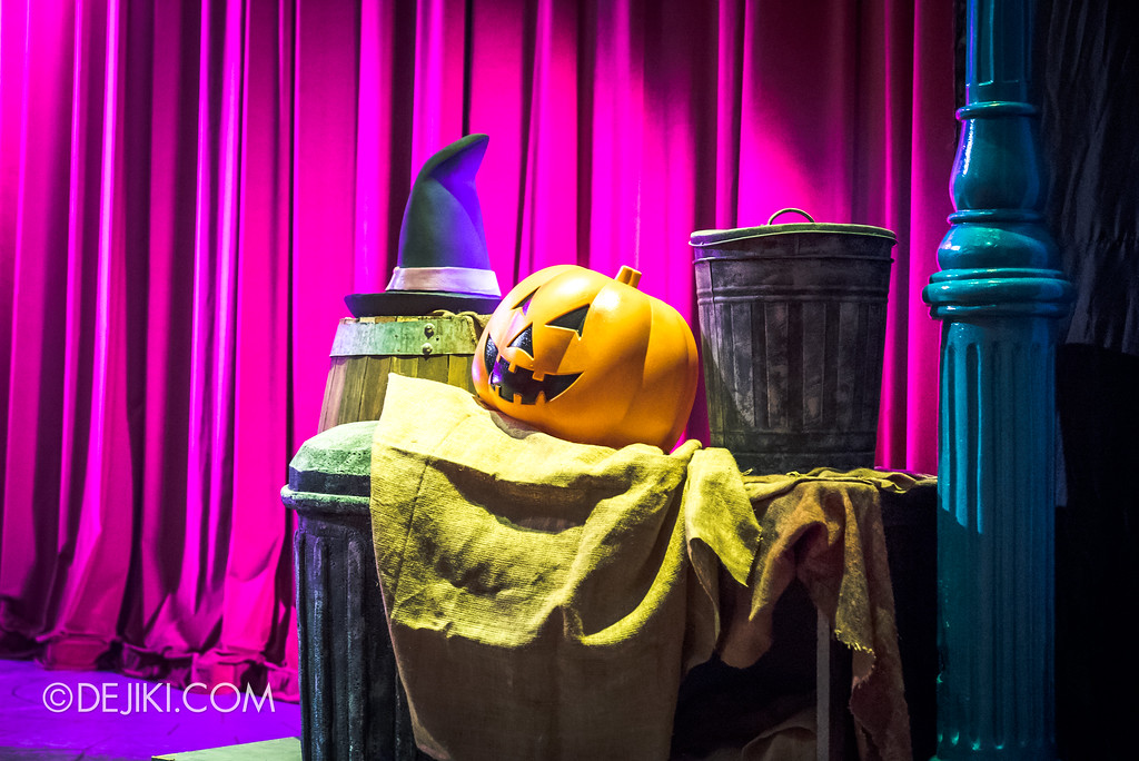 Halloween Horror Nights 7 Before Dark 2 Preview Update / New Show at Pantages Hollywood Theatre - Trick or Treat with Sesame Street - Props at the side