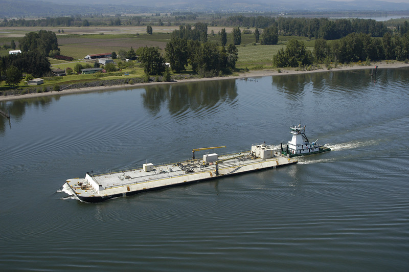 Foss Fuel barge.jpg