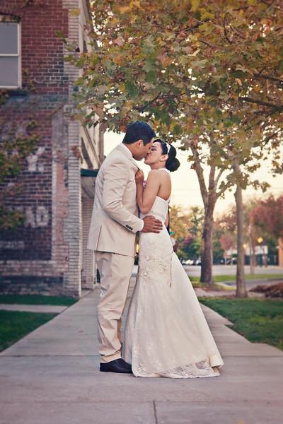 sacramento-old-building-street-kiss.jpg