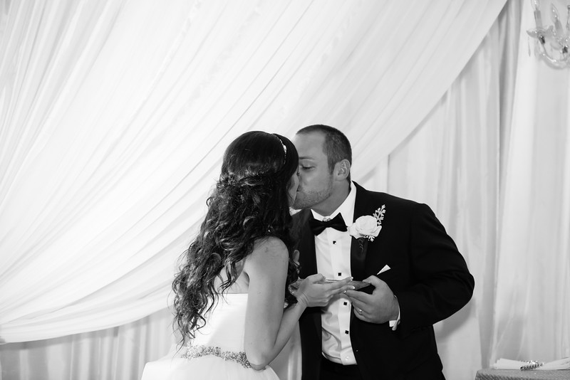 0926_Josh+Lindsey_WeddingBW.jpg