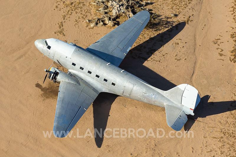 - DC-3 - N166LG - 52CL