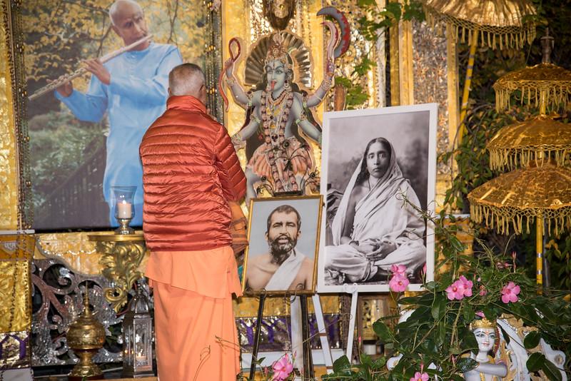 20151108_Swami Chetanananda_031.jpg
