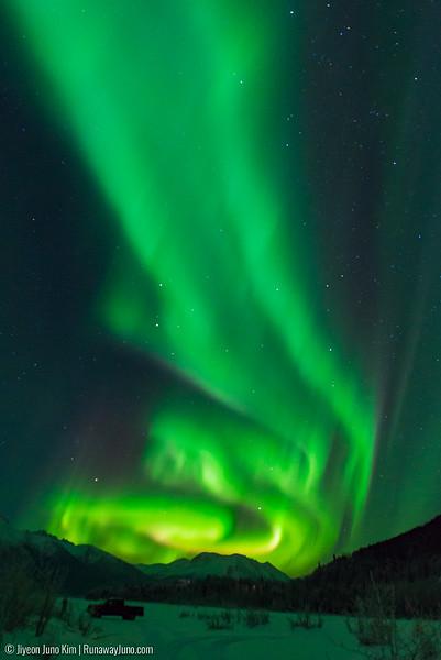 Nov20_Knik River Aurora-Juno Kim-6105174.jpg