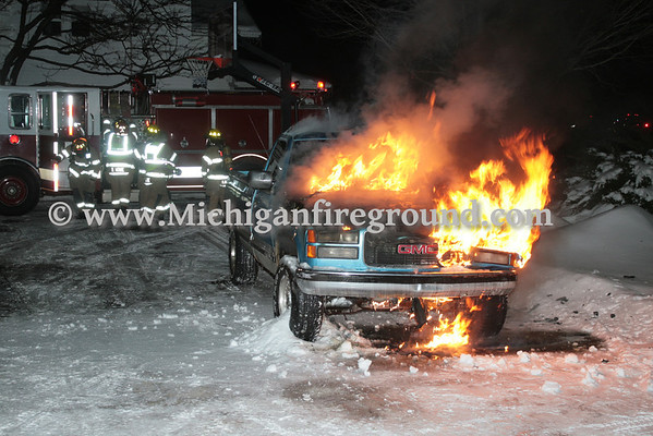 2/9/14 - Mason car fire, 830 Jewett Rd