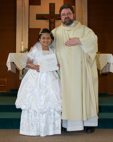 Communion Hispanic-9159-35 8X10.JPG