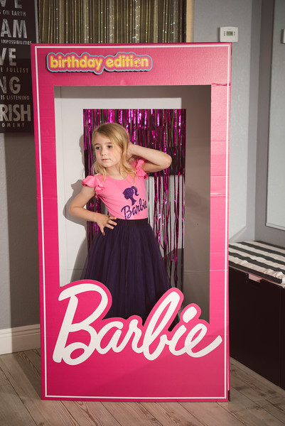 2020-0104-delaney-barbie-party-7.jpg