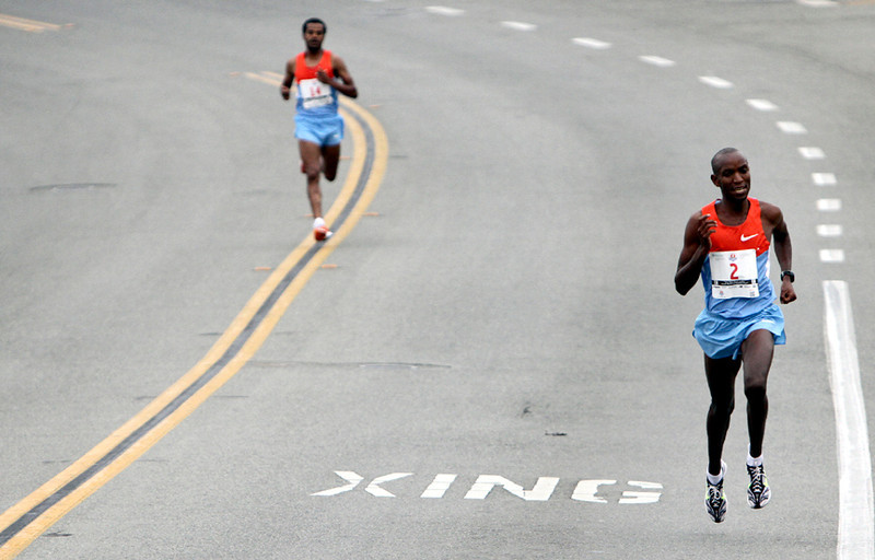 . Shadrack Kosgei holds a steady pace as he makes his way across East Cliff Drive in Santa Cruz on Sunday morning during the 2013 Wharf to Wharf race. (Kevin Johnson/Sentinel)