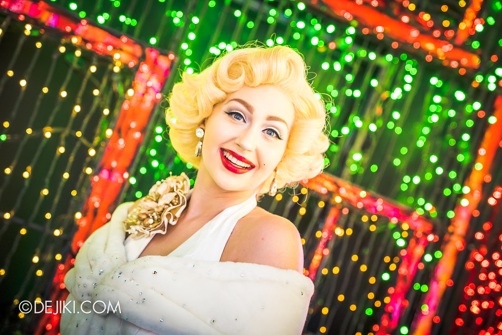 Universal Studios Singapore - Santa's All-Star Christmas 2016 / The Universal Journey - Rainbow Connection Marilyn Monroe - smile