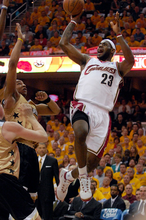 . LeBron James shoots during the first quarter Monday against the Wizards.
