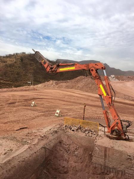 NPK B7500 pedestal boom system with GH series hydraulic hammer (3).jpg