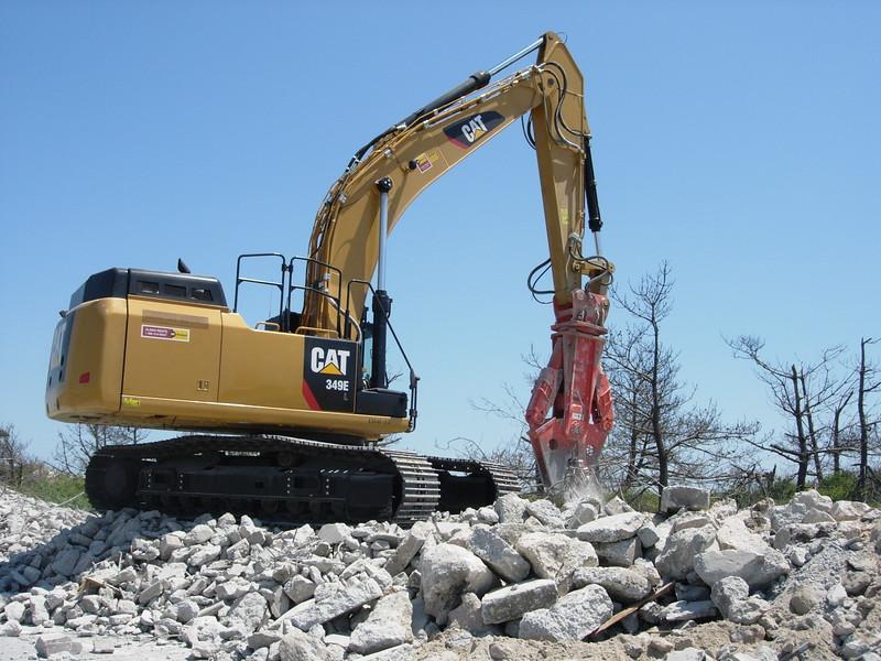 NPK M38G concrete pulverizer on Cat excavator-concrete recycling (8).JPG