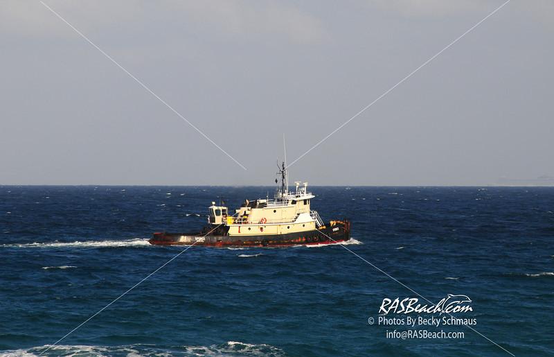 TugBoat_20090424Beach_Boat-31.JPG
