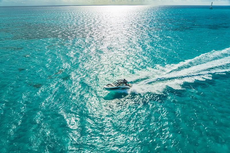 2021-Sundancer-370-Outboard-DAO370-aerial-running-port-07136.jpg