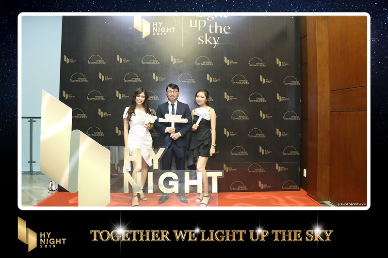 Buzz-Comm-Year-End-Party-instant-print-photo-booth-at-New-World-Saigon-Chup-hinh-lay-lien-Tat-nien-WefieBox-Photobooth-Vietnam-005.jpg