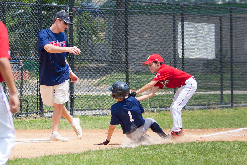 Alex fielded the next hit at the mound and threw home to stop the run. Christopher then made the throw to Luke at 3rd base and he tagged out the runner in the bottom of the 2nd inning. The bats of the Nationals were supported by a great defensive outing in a 11-4 win over the Twins. They are now 7-3 for the season. 2012 Arlington Little League Baseball, Majors Division. Nationals vs Twins (13 May 2012) (Image taken by Patrick R. Kane on 13 May 2012 with Canon EOS-1D Mark III at ISO 400, f4.0, 1/1600 sec and 98mm)
