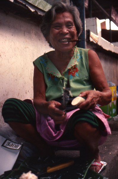 Batac'91.lady in the market.jpg