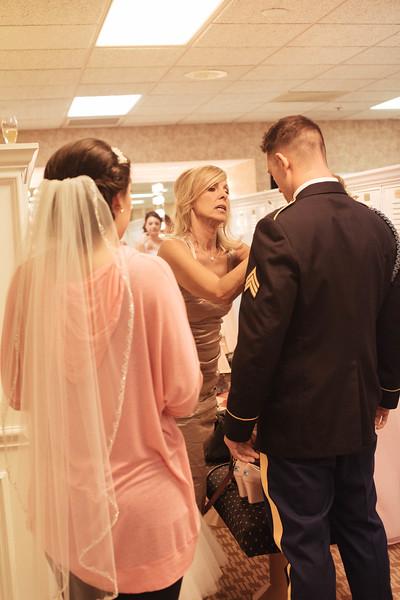 Matt & Erin Married _ getting ready  (107).jpg